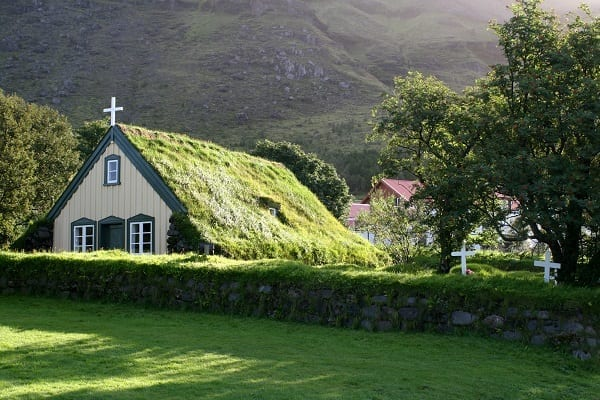 גג כנסיה ירוק באיסלנד
